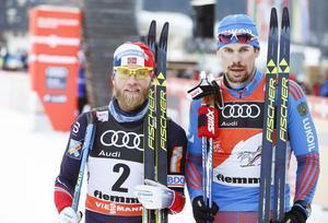 Martin Johnrud Sundby vann före Sergej Ustjugov i herrarnas 15 km (k) masstart vid lördagens Tour de Ski-etapp.
