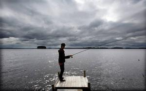 Henrik C Andersson har fiskat i Storsjön sedan barnben och går sällan hem utan fisk