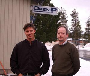 Mattias Mirårs och Gunnar Olofsson vid Open IP i Sveg hoppas på en lösning så att ett annat företag tar över verksamheten i Härjedalen.