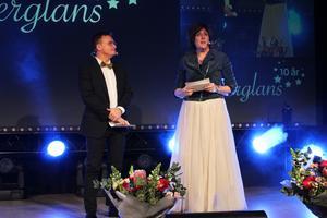 Konferenciern Janne Bylund och Annica Åkerblom, näringslivschef i Sala, ledde Silverglans 2017.