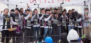 IBF Falun tackar sina supportrar för denna säsong – med en applåd.