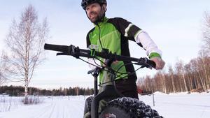 Magnus Palmberg vann veteran-VM i mountainbike förra året. Nu arrangerar han Sverige första fatbiketävling i Högbo.