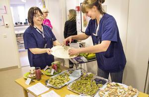Helena Settlin och Linda Ölund bjöd på hälsosnittar.