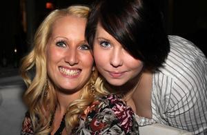 Blue Moon Bar. Sanna och Simone