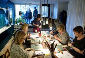 Birgitta Wallin, Sophie Jakobsson, Åsa Bylin, Maggan Bollbring, Camilla Åberg och Carina Ålander gick kurs i silversmide hos Eva E Eriksson.