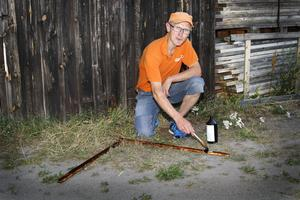 TJÄRTIPS. Norrtäljebon Sören Holmström rekommenderar tjärstrykning mot sniglarna. Snigeln skyr tjäran. – Tjärstryk pallkragar runt planteringar. Eller stryk tjäran på bräder som läggs runt växthuset.