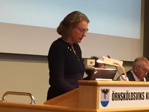 Örnsköldsviks utvecklingsarena kan vara ett (nytt) namn på arenan som i dag heter Fjällräven Center, sa oppositionsrådet Ana-Britta Åkerlind (C).