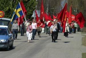 Kommunalrådet Gottfrid Jonsson fick leda ett ovanligt stort majtåg genom Ytterhogdal.