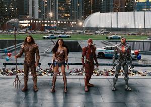 DC Comics samlar sina hjältar i