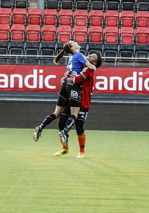 ÖDFF firar efter att ha vunnit matchen på straffar