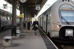En enda flygresa mellan Stockholm och Göteborg motsvarar klimatutsläppen från 75000 tågresor.  Ändå är tågresan både dyrare och mindre pålitlig. Hur är det möjligt? frågar sig Svante Axelsson, generalsekreterare Naturskyddsföreningen.