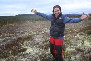 22 oktober 2015. Det var många år sedan det fanns renar i skogarna sydost om Lillhärdal. Orsaken är att området tidigare klassats som reservbetesmark och att det dessutom funnits vargrevir där. Nu är reviret borta och marken har blivit ordinarie betesmark.