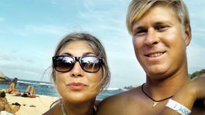 Eiliv Hägg och Emilie Edvinsson på en strand i Tayrona Park i norra Colombia.