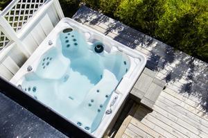 Ett svalkande eller värmande bad är härligt året om.