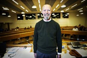 En del kanske ser möjligheten i att tala för sin sak i talarstolen, tror Ola Schön.