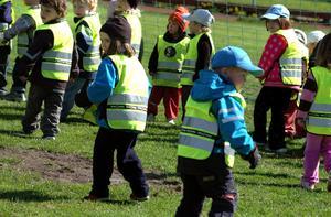 Baklängesmarsch på förskola i Säter 2009.