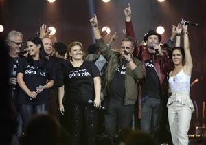 Insamlingsgalan avrundades med bland andra Uno Svenningsson, Molly Sandén, Patrik Isaksson, Sarah Dawn Finer, Mauro Scocco Martin Stenmarck och Lilla Namo på scenen.