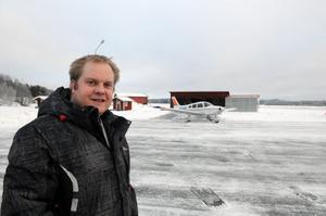 Så här i början av januari är det inte mycket aktivitet på flygfältet i Dala-Järna, men i början av augusti hoppas Lars-Olov Liss att det ska vara full aktivitet vid den planerade flygfesten.