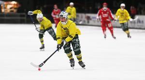 Jonas Pettersson är inte helt nöjd med sin egen säsong, där 80 minuter i utvisningsbåset sticker ut. Ovanligt för en anfallare.