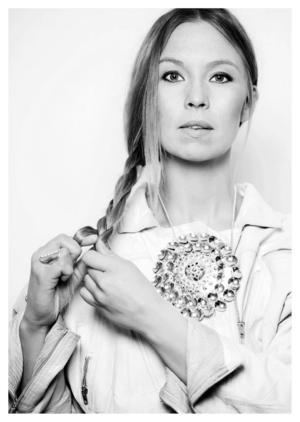 Det var i gruvsamhället Gällivare som den samiska sångerskan Sofia Jannok gick i skolan. På högstadiet kände hon sig helt osynlig som same trots att Gällivare ligger mitt i Sápmi.   Foto: Elin Berge