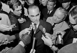 Donald Trumps kampanj har stora likheter med den kampanj som George Wallace drev 1968. Den präglades också av isolationistiska tankegångar. Wallace vann fem delstater i valet. Arkivbild.   Foto: Preston Stroup/AP/TT
