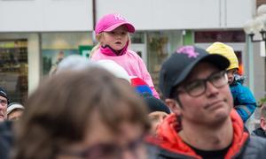 En av de många lyckliga små – såklart iklädd rosa.