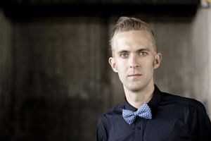 Spelar för pristagare. Emil Jonason från Västerås sinfonietta.