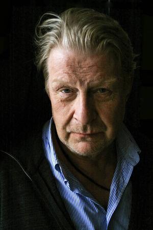 Rollen som Bjarne Nyman är specialskriven för Rolf Lassgård.