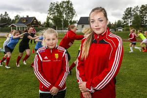 Mimmi Ljungberg från Funäsdalen i Svegs IK:s F14 lag och Emilia Jonasson från F15.
