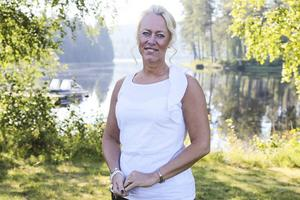 Carina Nilsson vill att politikerna tar ett samlat grepp för att locka fler lärare till kommunen.