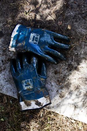 Flera gånger om dagen måste handskarna tvättas i varmt vatten.