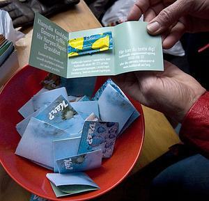Krogbesökare kan från och med nu få gratis kondomer i baren.