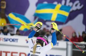 Maria Pietilä Holmner är bästa svenska efter första åket och Frida Hansdotter ligger strax efter henne.