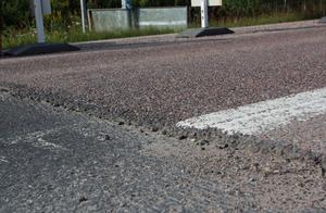 Såhär ser de kanter ut som lämnats kvar på riksväg 80 över sommaren.