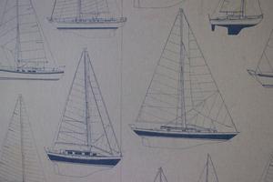 Tapeterna i husbåten pryds av segelbåtar.
