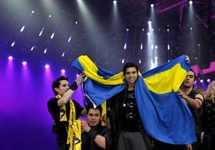 I kväll gäller det. Ska en glädjerusig Eric Saade få svepa in sig i svenska flaggan efteråt?