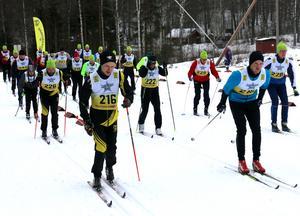 Strax efter att de sista tävlande i Aspelundsrundan gått i mål gick starten för Zinkgruvan Minings skidtävling, som är en av delarna i deras egen