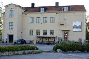 I Öde gamla skola mitt i Vii ligger Sedes, nu har butiken stängt. Sista december ska lokalen vara tömd.