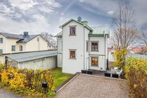 Villan ligger i ett av Sundsvalls äldsta områden.Foto: Länsförsäkringar fastighetsförmedling