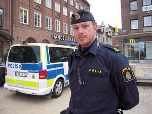 Jimmy Evans är en av de poliser som parkerat på Stortorget för att visa sitt missnöje med lönen.