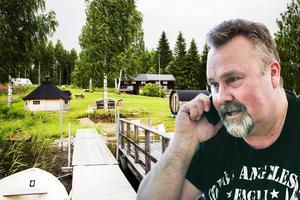 Bosse Hedin beviljades strandskyddsdispens av kommunen på sin fastighet Vikarudden norr om Ljusdal. Nu ska kommunens beslut överprövas av länsstyrelsen.