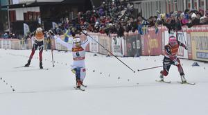 Stina Nilssons tåspets räcker till at vinna med 1/100 dels sekund före Maiken Caspersen Falla.