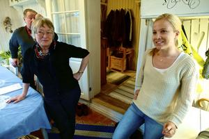 Tjänstlediga tv-reportern Susanna Johansson hann inte mer än landa från Australien och komma till föräldrahemmet utanför Söderbärke, innan hon sattes i fotoarbete då vargen kom på besök och sköts. Sven-Erik Danielsson och Karin Johansson blev också vittnen till detta.