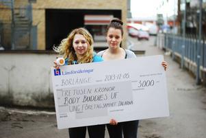 Emma Söderström och Johanna Nässlander på Helixgymnasiet startade sitt företag Body Buddies UF.
