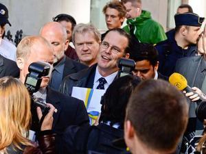 Finansminister Anders Borg vid torsdagens budgetpromenad från finansdepartementet på Drottninggatan till riksdagshuset.
