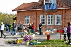 I lördags anordnades en skördemarknad i Åsbro. Då visades även en utställning om Åsbros framtid upp i stationshuset.