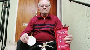 78-årige Ragnvald Eriksson fick en nota som saltats med många tusen kronor sedan han köpt ett brandskyddpaket av försäljare från Svenska Säkra Hem.