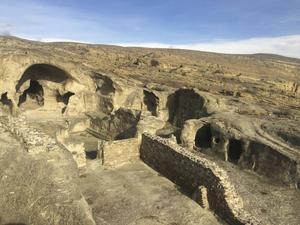 Byn Uplitsikhe har bevarade grottor från tidig järnålder. Kan nås med en dagstur från Tbilisi.   Foto: Mimmi Granat