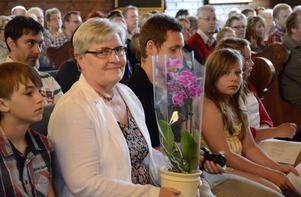 Karin Ramkvist har jobbat som lärare i 43 år och avtackades med en blomma då hon nu går i pension.