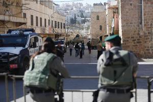 Israeliska soldater i Hebron, på Västbanken.